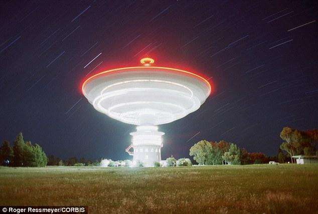 Cosas raras en el cielo - Página 4 Article-2630615-1DEA3F6C00000578-244_634x427