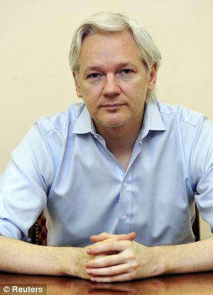 Julian Assange to star at London Fashion Week as a model and muse  - George CLooney invited Article-0-0453E75300000514-748_306x423