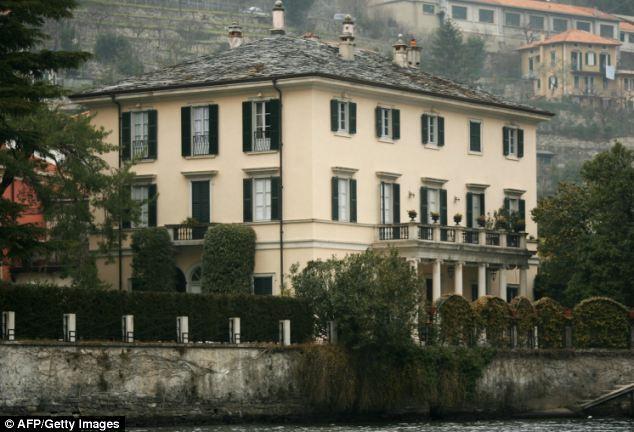 George Clooney's parents jet into Lake Como Article-2670093-1EE6C60000000578-991_634x432