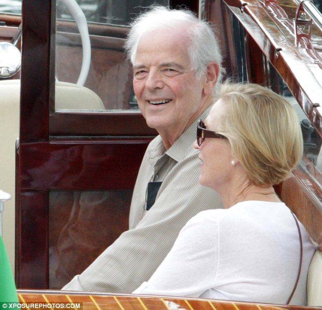 George Clooney's parents jet into Lake Como Article-2676853-1F4D75AA00000578-335_634x612