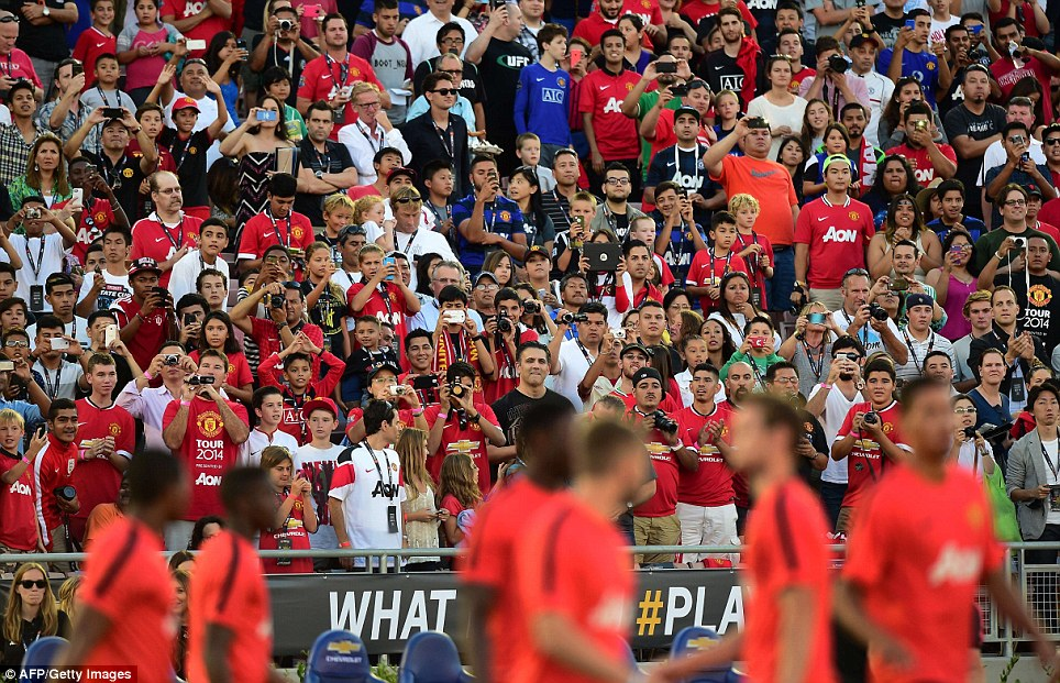The Stretford End - Page 5 Article-0-1FE5156F00000578-671_964x621
