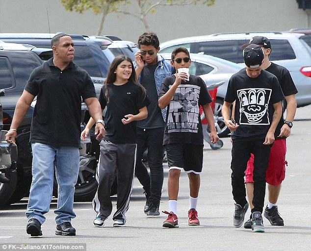 [NUOVE FOTO] Prince, Paris e Blanket Jackson  - Pagina 35 Article-2729875-20A6210600000578-981_634x512