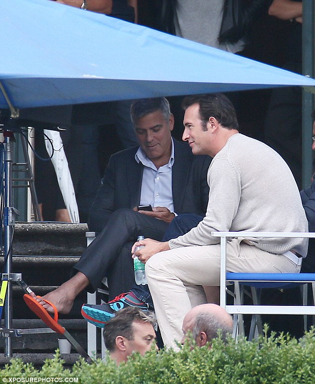 George Clooney and JEAN DUJARDIN doing a new NESPRESSO SPOT - Page 3 Article-2737007-20E053B000000578-723_634x772
