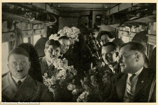 Descubren fotografías inéditas de Hitler 1409321816505_wps_3_Germany_Awakes_Group_32_P