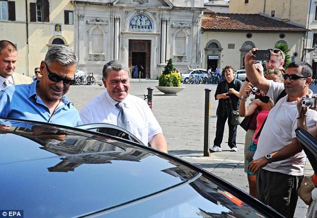 George Clooney leaving Florence Article-2748212-212DE91500000578-302_634x436