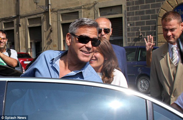 George Clooney leaving Florence Article-2748212-212F996B00000578-283_634x416