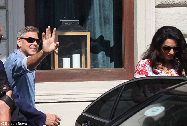 George Clooney leaving Florence Article-2748212-212F9A3B00000578-428_634x428