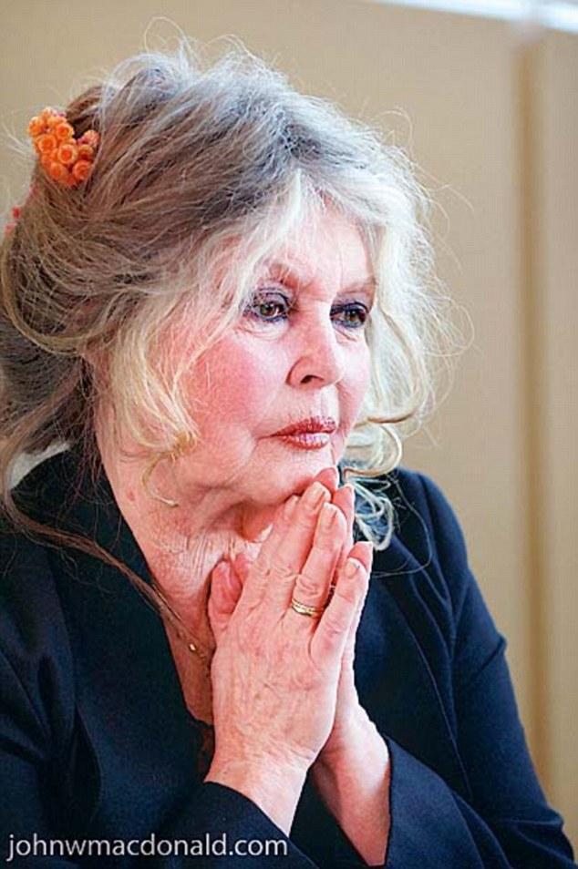 BRIGITTE BARDOT-YON METAFO-LAN KI JAN AYISYEN WE LA FRANS E KI JAN L YE   1413217838026_wps_7_French_actress_Brigitte_B