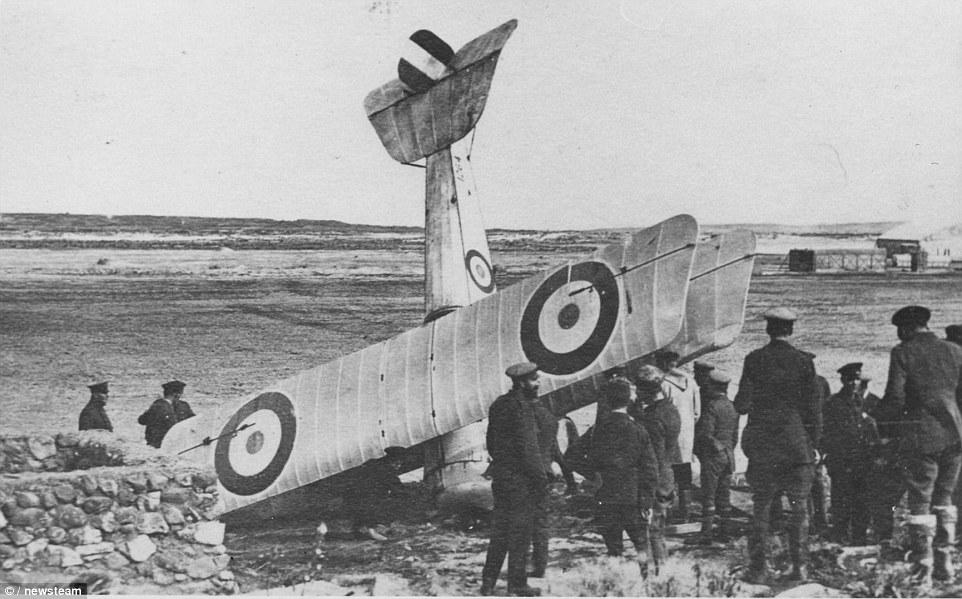 Gavia 1/48 Bristol Scout 2.wing RNAS Thassos Grèce juin 1916 1414142071322_Image_galleryImage_FDH_Bremner_s_crash_in_Im