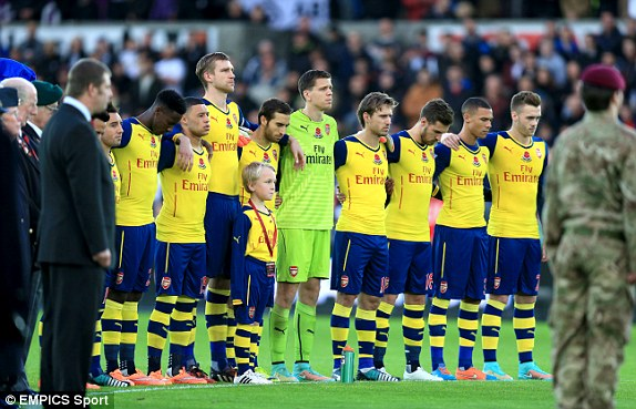 Hilo del Arsenal 1415549477311_lc_galleryImage_Arsenal_players_observe_a