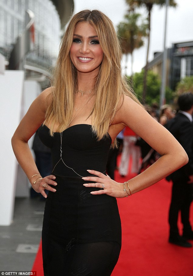 ¿Cuánto mide Delta Goodrem? - Real height 2383441700000578-2851877-_It_s_a_real_trip_down_memory_lane_Delta_Goodrem_says_returning_-11_1417100184390