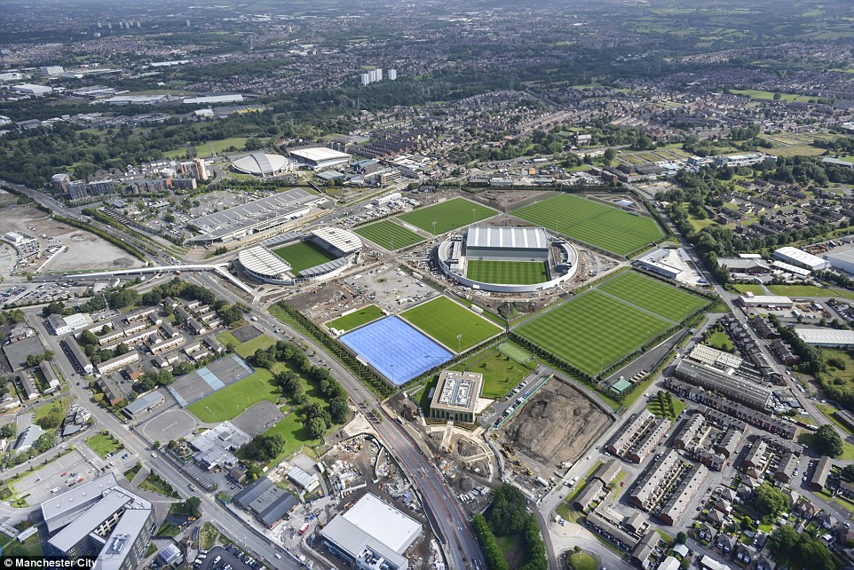 Najbogatiji 23DF8AD400000578-2862372-An_aerial_view_of_Manchester_City_s_new_Etihad_Campus_a_200m_dev-a-88_1418035907097
