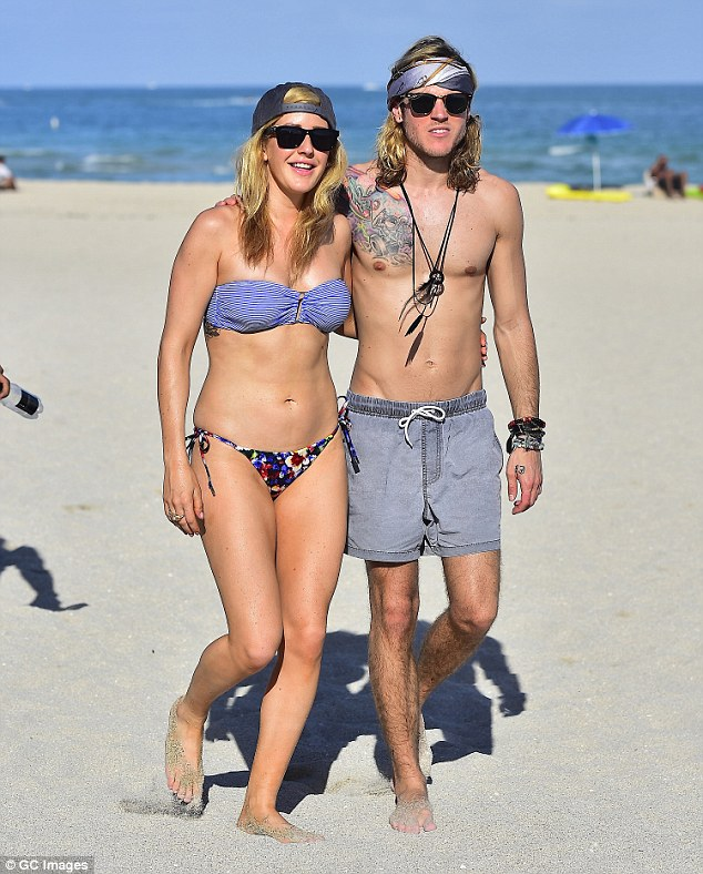 ¿Cuánto mide Ellie Goulding? - Real height 246FB77800000578-0-image-a-172_1420497393168