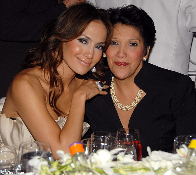 PUERTO RICO - Etnografía, cultura y mestizaje 24E1CF2C00000578-2918765-Her_mom_is_rich_too_Jennifer_Lopez_revealed_on_Monday_that_her_m-m-59_1421781210210