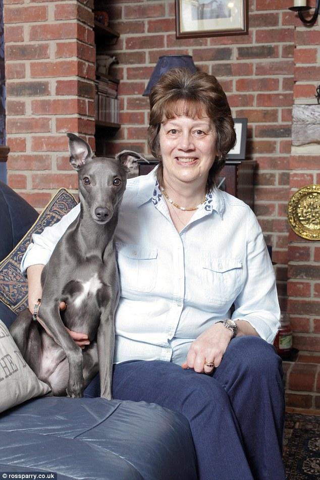 بالصور: كلب قرّر أن يكون إنساناً! 25646D9C00000578-0-image-a-35_1423222986438