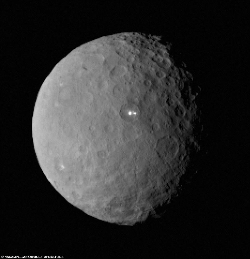 Ceres entra en erupcion 2618FC8500000578-0-image-a-58_1424904808741
