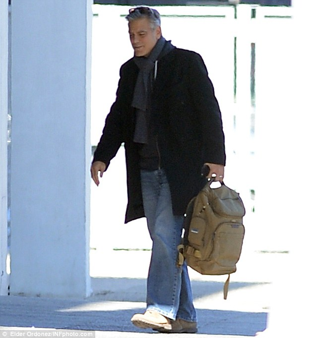 George Clooney arrives to set of Jodie Foster-directed movie Money Monster for his first day of filming 263A132000000578-2974921-Back_to_acting_George_Clooney_was_spotted_arriving_at_Kaufman_St-m-3_1425260361209