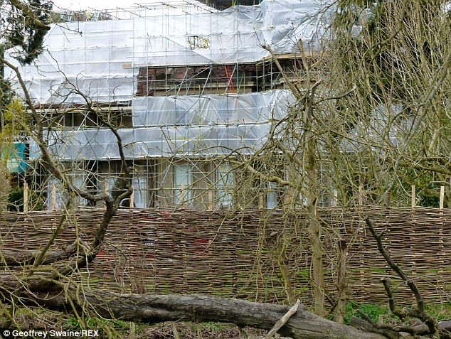 George Clooney and Amal Renovating Their Home in Berkshire England - Page 2 2724DAED00000578-0-Plans_submitted_to_their_local_council_reveal_several-m-9_1427755148415