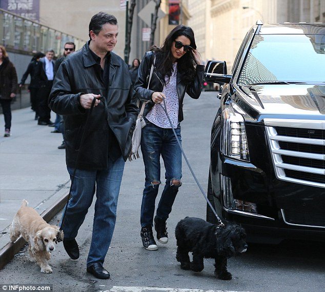 Amal and EINSTEIN!!! (and a blonde pooch) visit George on set, 4-12-15 277FA13C00000578-0-image-a-15_1428875811580