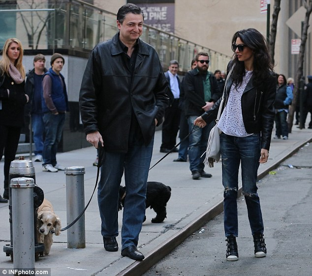 Amal and EINSTEIN!!! (and a blonde pooch) visit George on set, 4-12-15 277FA0A400000578-3036224-Turning_heads_Amal_s_arrival_on_the_location_set_appeared_to_sto-a-9_1428881314887