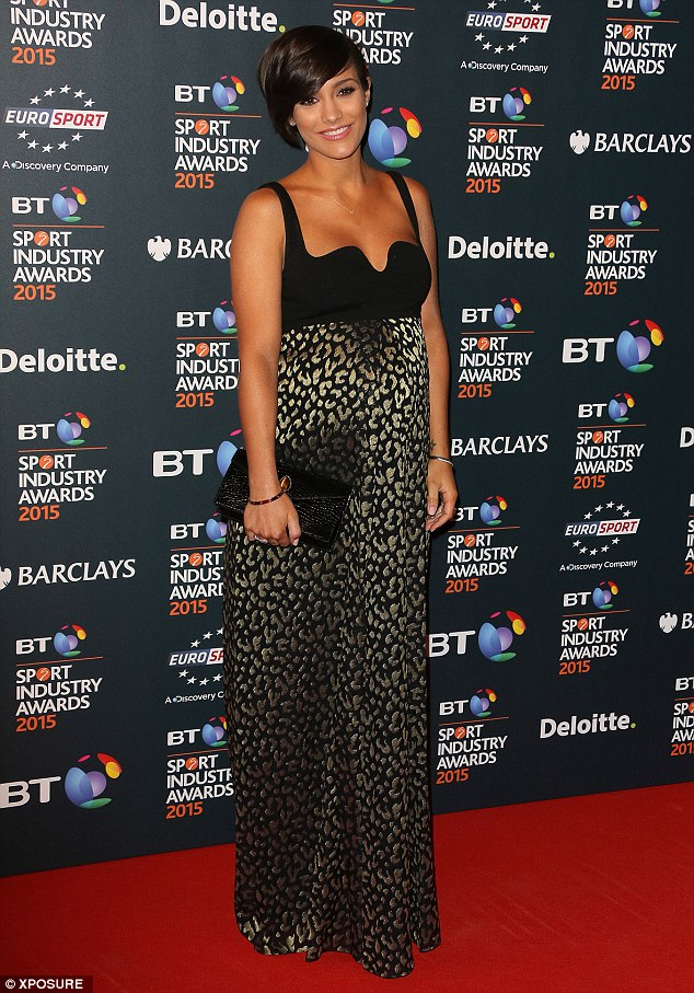 Saturday >> Frankie Bridge - Página 24 282D27B300000578-3063102-Glowing_Although_she_has_suffered_with_morning_sickness_Frankie_-a-72_1430498579420