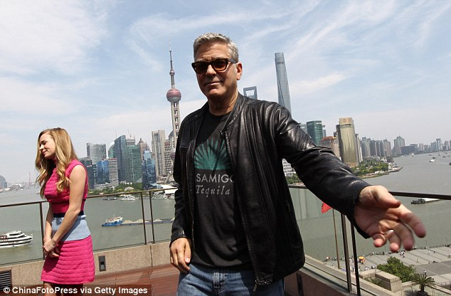George Clooney in Shanghai Tomorrowland Premier 22. May 2015 28F81A9500000578-3092675-Reaching_out_Clooney_reaches_his_arm_out_as_he_passes_photograph-a-27_1432295840619