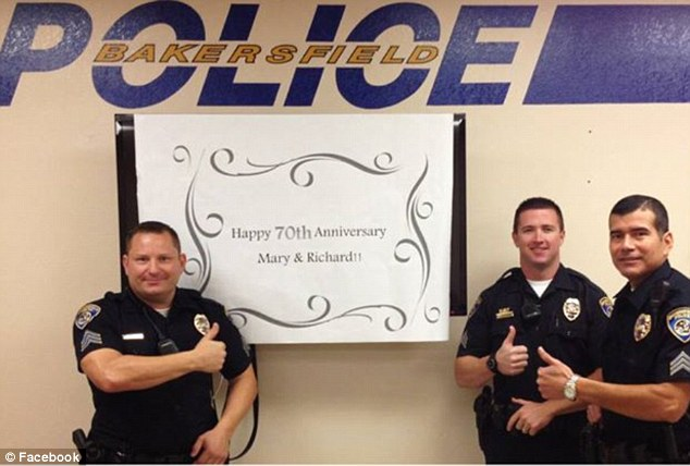 George Clooney wishes happy 70th anniversary 292F0CC500000578-3102683-Thumbs_up_Bakersfield_police_officers_also_congratulated_the_cou-m-64_1432915821888