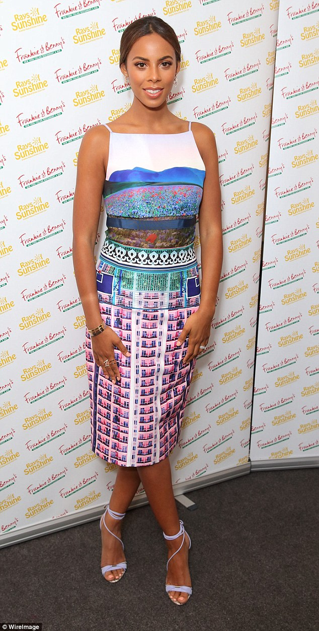 Saturday >> Rochelle Humes - Página 20 296D97F500000578-3114523-image-m-40_1433704699131