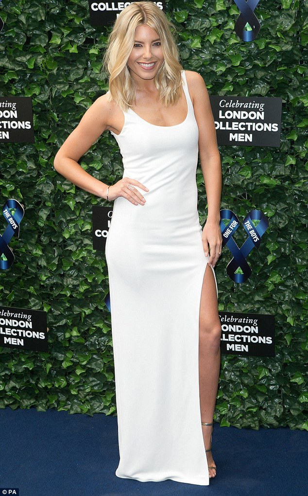 Saturday >> Mollie King - Página 25 299353ED00000578-3121997-image-m-18_1434142356270