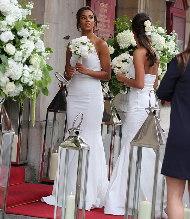 Saturday >> Rochelle Humes - Página 20 29AB682100000578-3127124-image-m-132_1434491604159