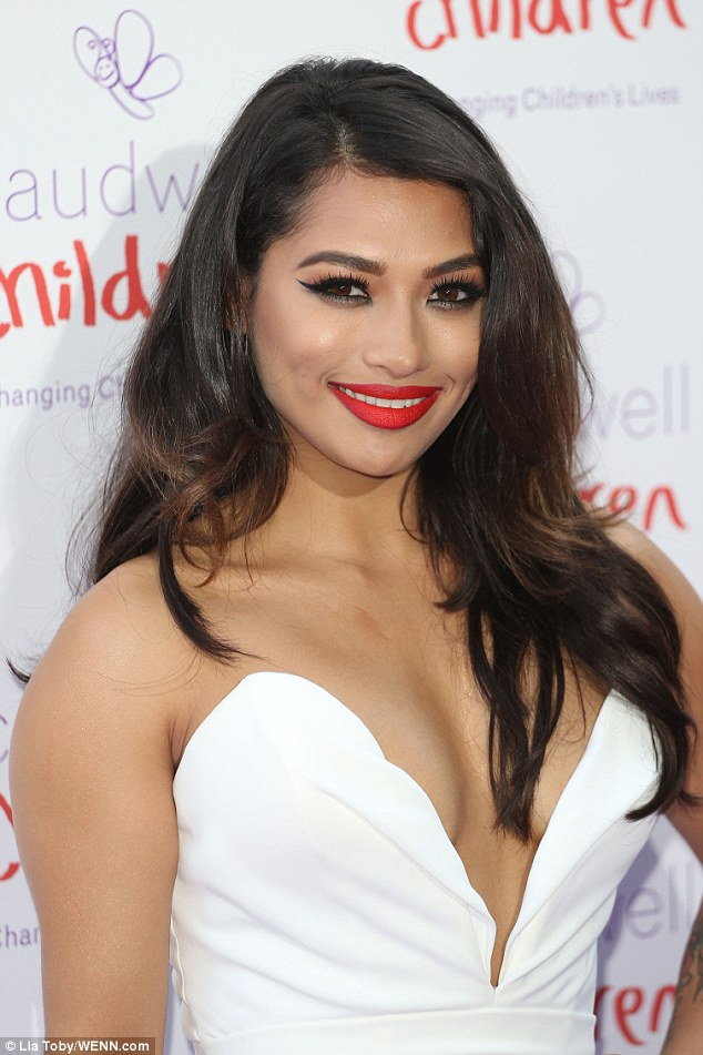 Saturday >> Vanessa White - Página 14 29F97C0200000578-3139356-image-a-66_1435260055001