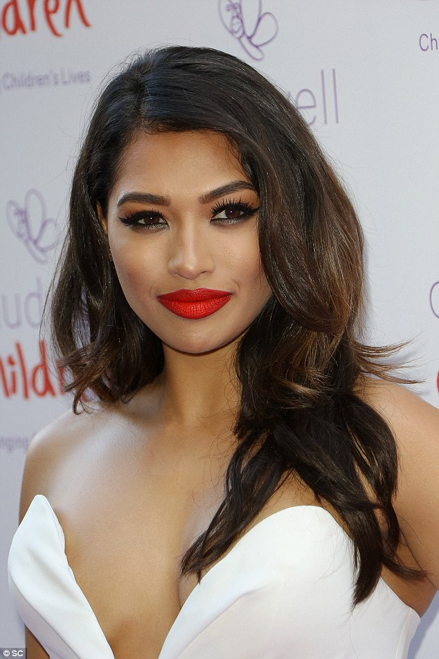 Saturday >> Vanessa White - Página 14 29FA39BE00000578-3139356-image-a-67_1435269850026