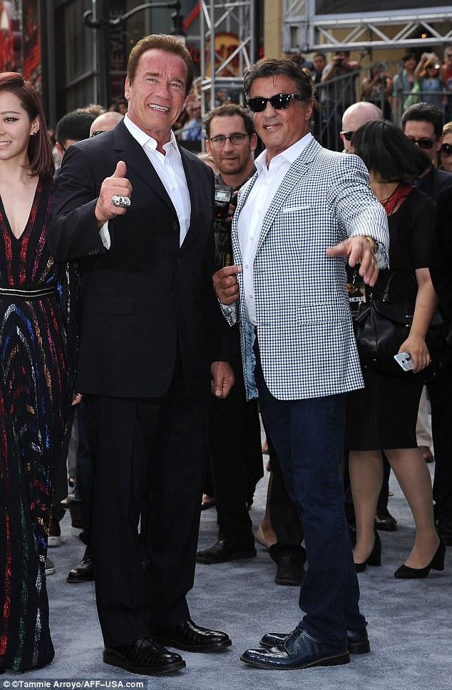 ¿Cuánto mide Arnold Schwarzenegger? - Altura - Real height 2A118EFF00000578-3142750-image-a-77_1435547098941