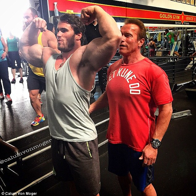 ¿Cuánto mide Jeff Seid? - Altura - Real height 2A1915A000000578-0-image-a-3_1435624605679
