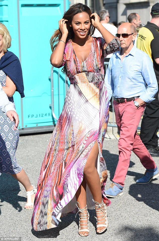 Saturday >> Rochelle Humes - Página 20 2A3B5DFD00000578-0-image-a-41_1436033259437
