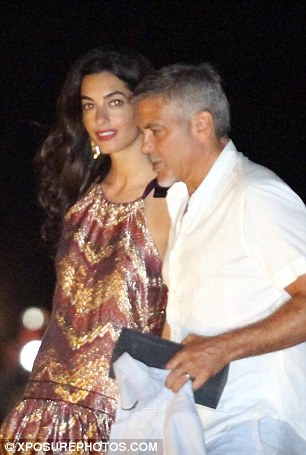 George Clooney & Amal in Como celebrating 4th of July with Julia Roberts 2A3D166200000578-3149837-Summer_dress_Both_spouses_headed_to_their_boat_while_wearing_lig-a-81_1436077031230