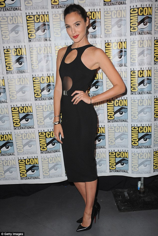 ¿Cuánto mide Gal Gadot? - Real height 2A74C8BA00000578-3157907-image-m-39_1436673245903