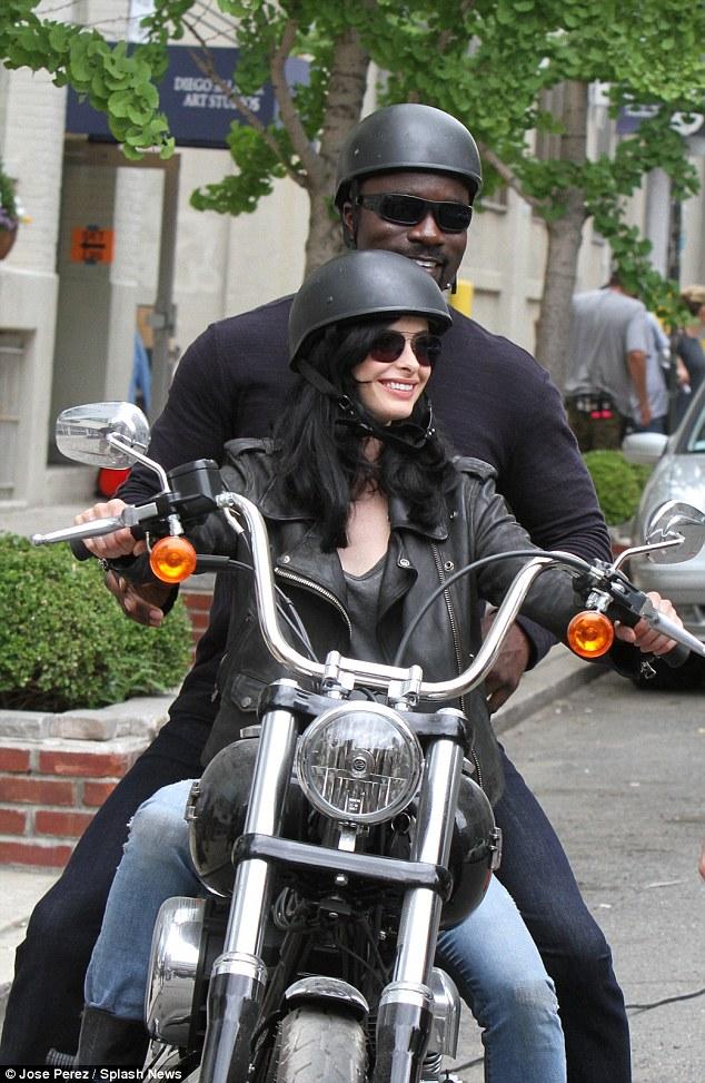 [TV] Netflix's Jessica Jones - Luke Cage e Homem-Púrpura! - Página 2 2A88B71B00000578-0-image-a-34_1436916956758