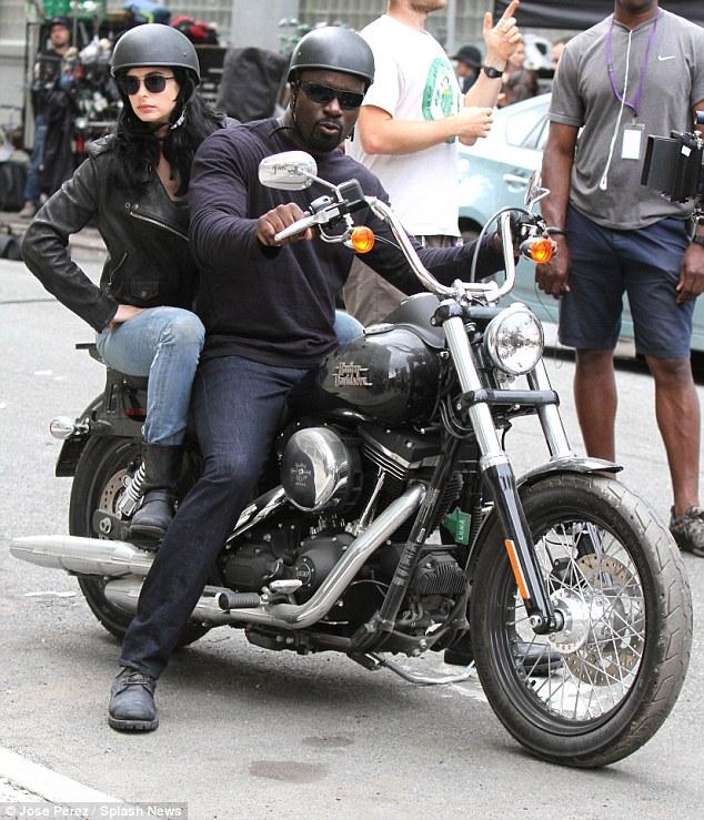 [TV] Netflix's Jessica Jones - Luke Cage e Homem-Púrpura! - Página 2 2A88B83700000578-0-image-a-41_1436920025950