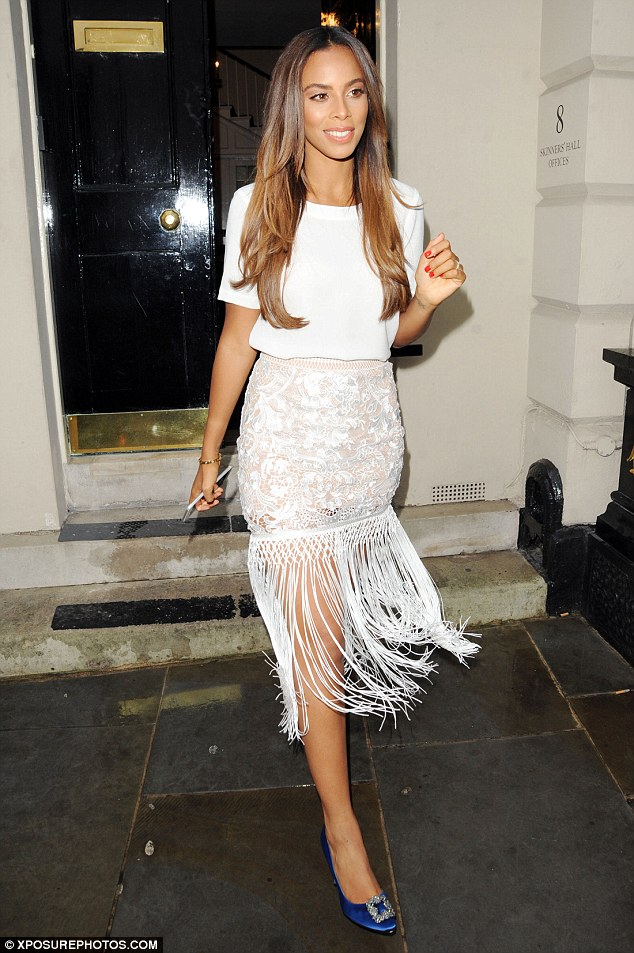 Saturday >> Rochelle Humes - Página 20 2ADFEBCE00000578-0-image-a-30_1437991476306