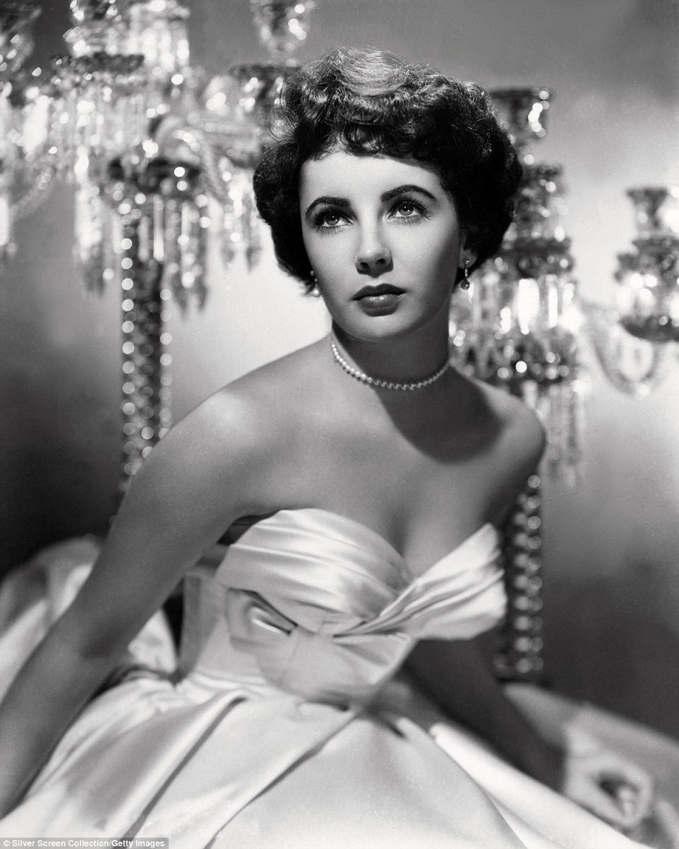 Elizabeth Tejlor  2B5396B300000578-3196306-Glamorous_This_photo_taken_in_1951_when_she_was_19_shows_Ms_Tayl-a-51_1439460737934