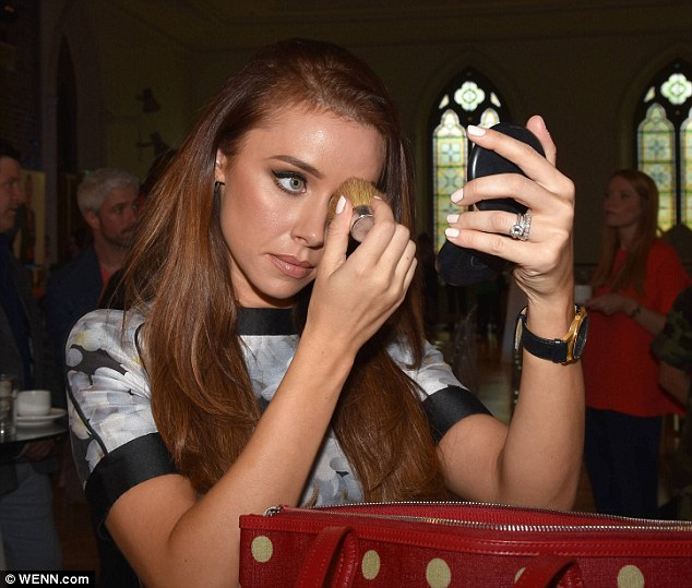 Saturday >> Una Foden - Página 22 2B557F6000000578-0-image-a-158_1439496574415