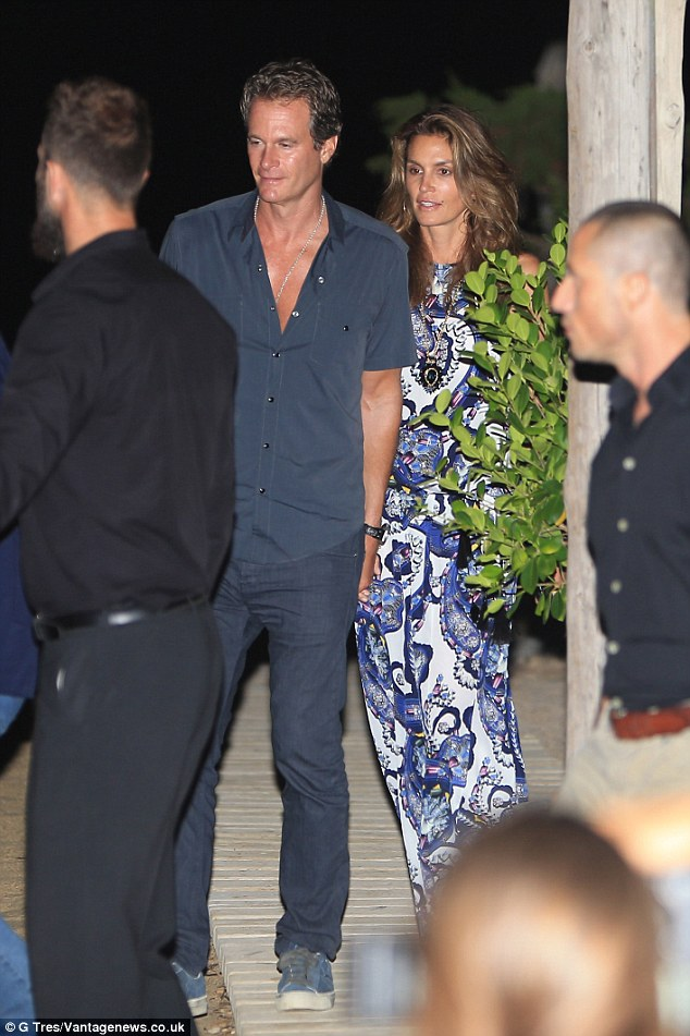George Clooney, Amal, Rande and Cindy Gerber at the Es Torrent restaurant in Ibiza 22. August 2015 2B980F1300000578-3207554-image-a-48_1440322228303