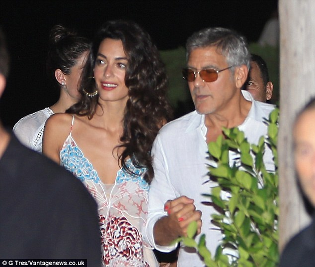 George Clooney, Amal, Rande and Cindy Gerber at the Es Torrent restaurant in Ibiza 22. August 2015 2B98110700000578-3207554-image-m-47_1440322161859