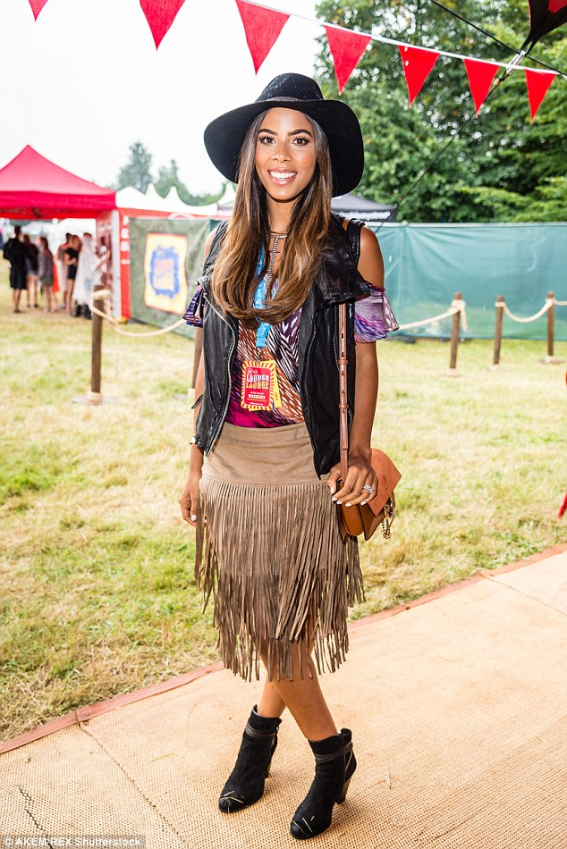 Saturday >> Rochelle Humes - Página 20 2B9A0CE800000578-3207881-image-a-132_1440339292523