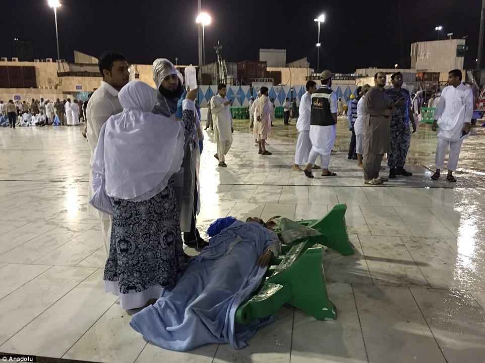 الدفاع المدني السعودي: 65 قتيلاً في حادث رافعة الحرم وتسجيل 154 إصابة 2C31E28800000578-3231117-image-m-63_1441995153455