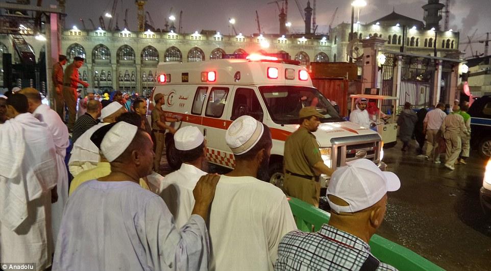 الدفاع المدني السعودي: 65 قتيلاً في حادث رافعة الحرم وتسجيل 154 إصابة 2C31E30800000578-3231117-image-m-64_1441995162223