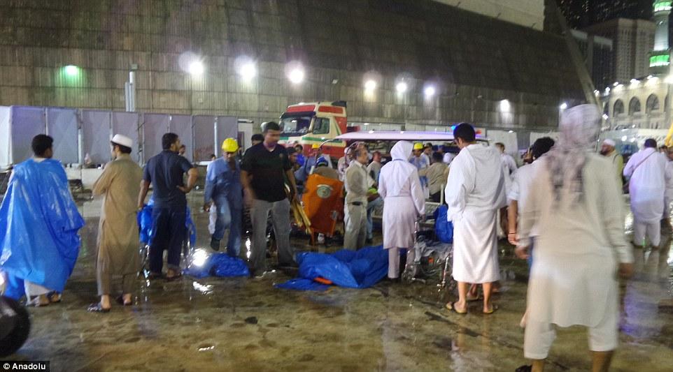 الدفاع المدني السعودي: 65 قتيلاً في حادث رافعة الحرم وتسجيل 154 إصابة 2C31E31000000578-3231117-image-m-75_1441996015716