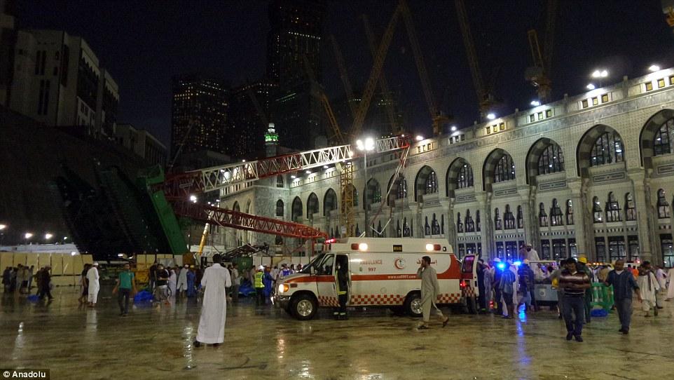 الدفاع المدني السعودي: 65 قتيلاً في حادث رافعة الحرم وتسجيل 154 إصابة 2C31E33C00000578-3231117-image-m-70_1441995552056