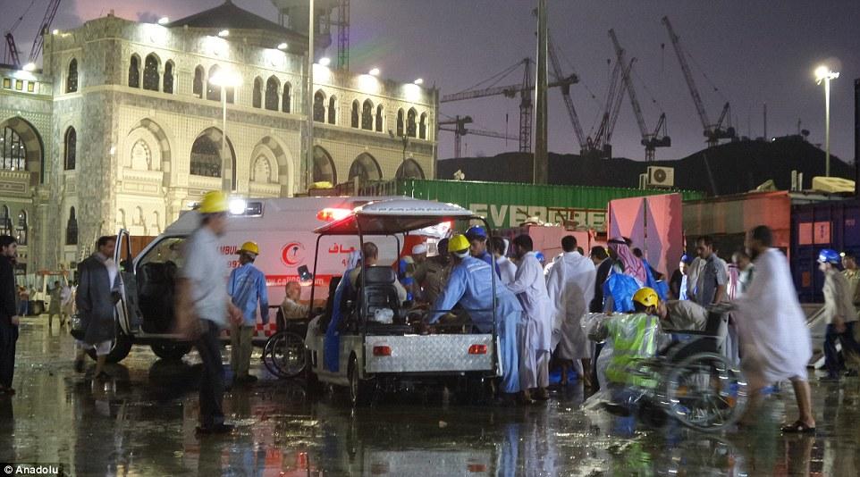 الدفاع المدني السعودي: 65 قتيلاً في حادث رافعة الحرم وتسجيل 154 إصابة 2C31E41B00000578-3231117-image-m-54_1441994628521